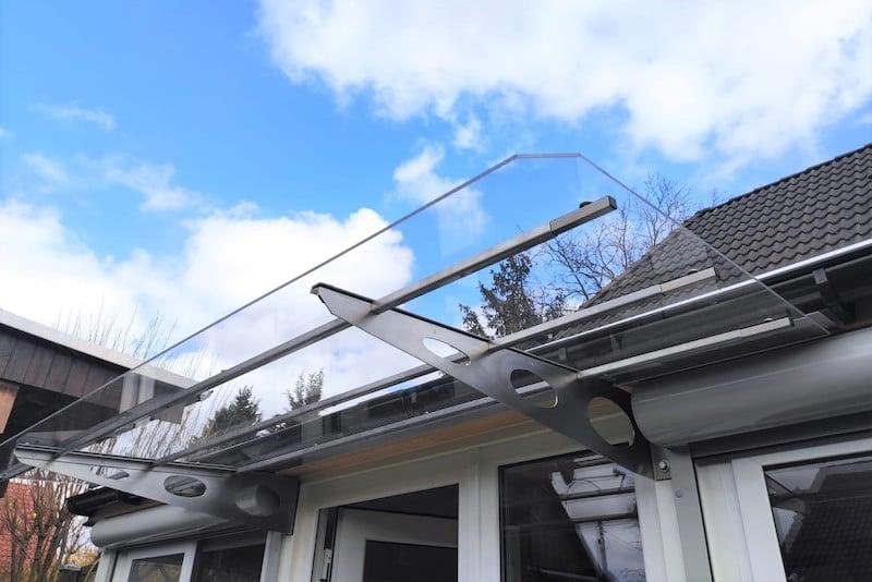 canopy made of transparent plexiglass and aluminium frame