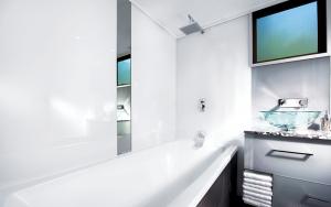 Acrylic shower wall