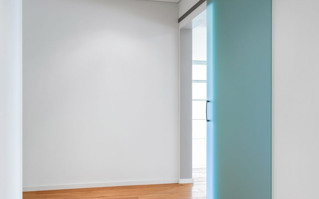 DIY: sliding door made of acrylic