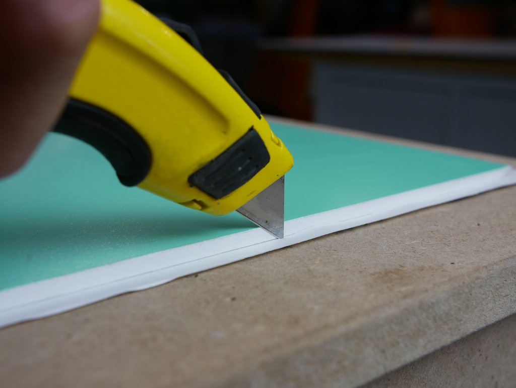 DIY wallpaper panel - Cut wallpaper to size