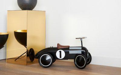 IKEA Kallax hack: build an acrylic pedestal