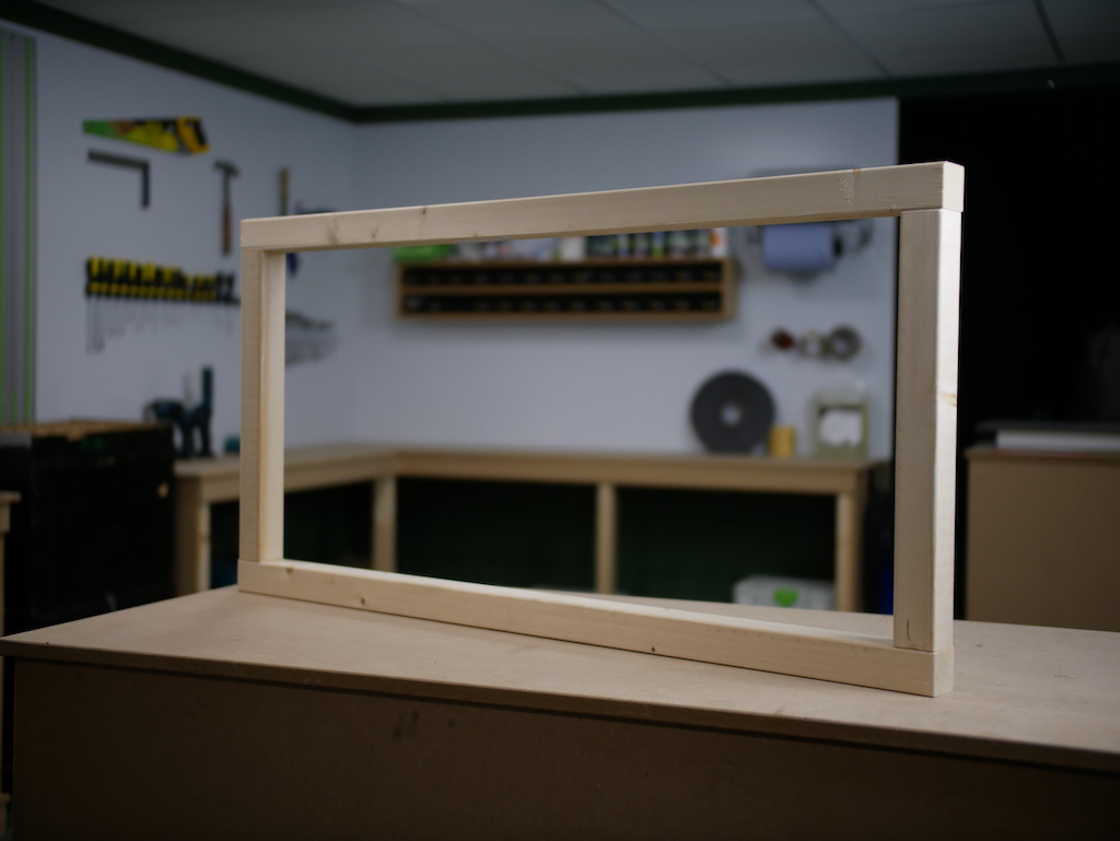 Parcel box constructing the frame