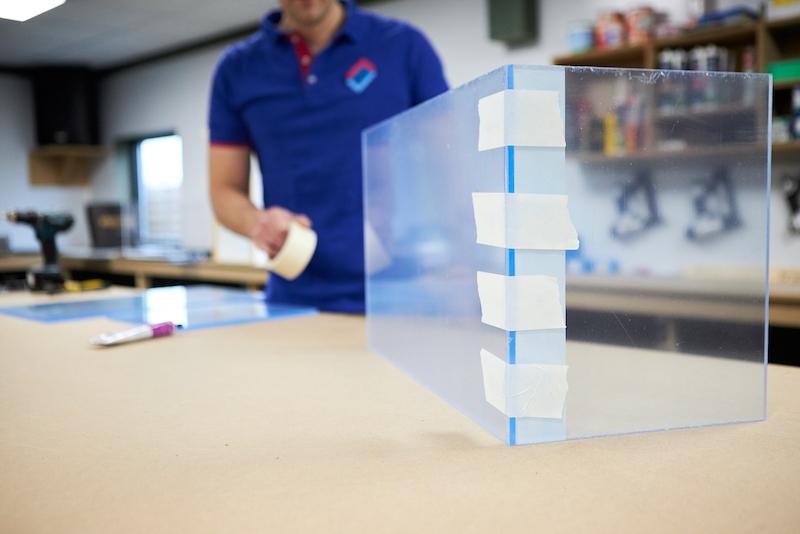 DIY acrylic aquarium assembling acrylic sheets