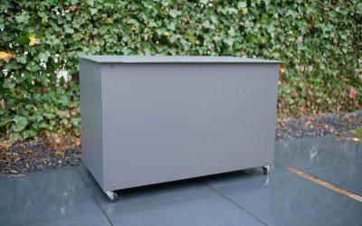 DIY: Outdoor cushion storage box
