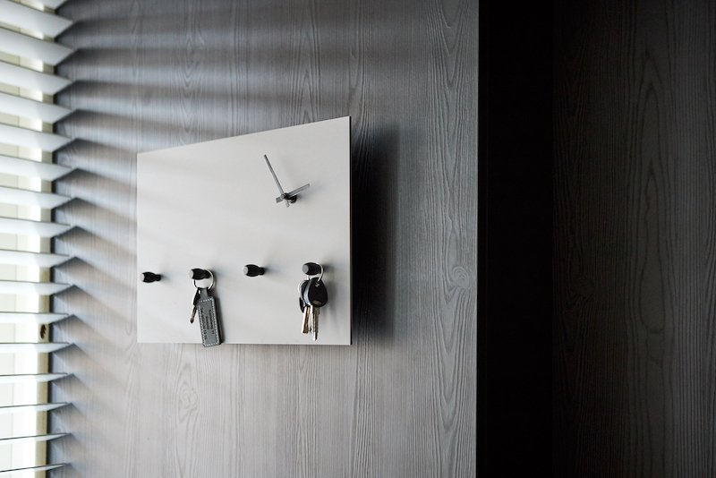 End result wall clock with key rack