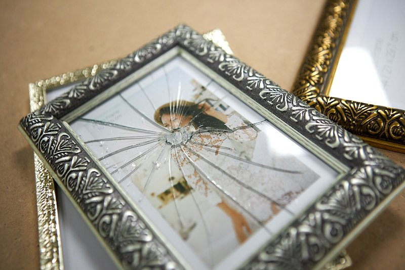 Replacing picture frame
